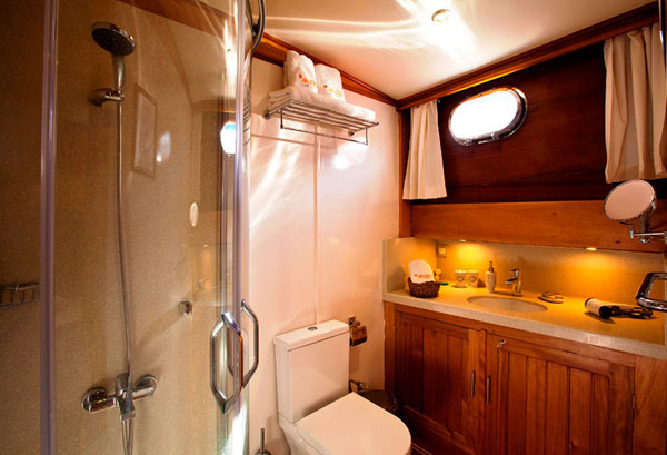 8 cabins luxury Gulet for rent symi